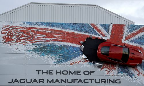 """""""Jaguar"""" gamyklos darbuotojai iki Kalėdų dirbs 3 dienas per savaitę"""