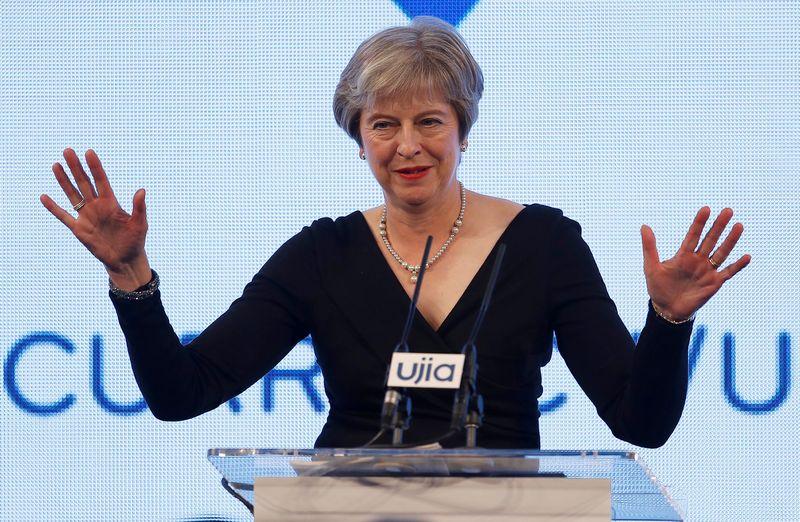 "Theresa May bandys įtikinti ES lyderius savo ""Brexit"" planu. Peterio Nichollso  (""Reuters"" / ""Scanpix"") nuotr."