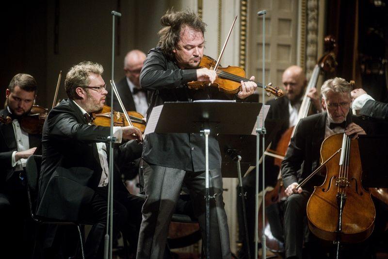 Sergejus Krylovas ir jo vadovaujamas Lietuvos kamerinis orkestras. Lietuvos nacionalinės filharmonijos nuotr.