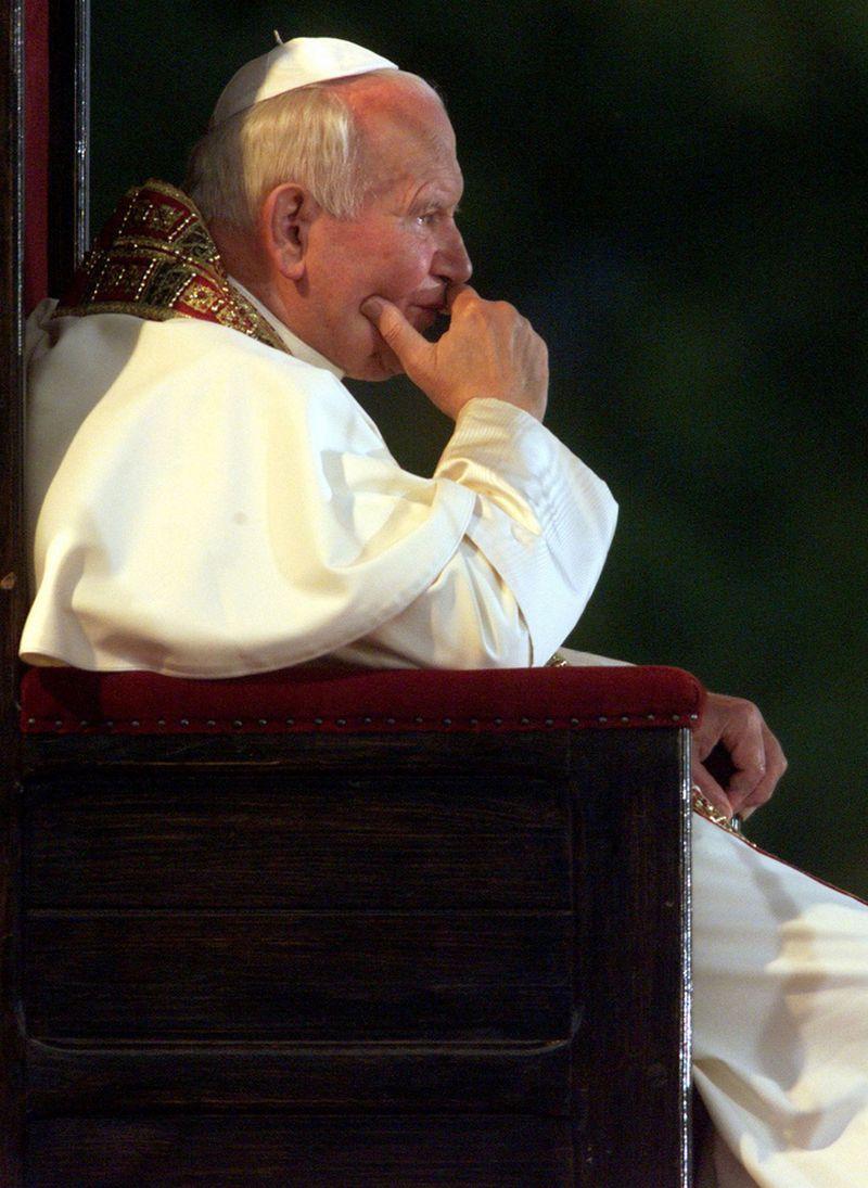 """1993 m. šv. Jonas Paulius II kvietė suprasti ir atleisti. """"Reuters"""" nuotr."""