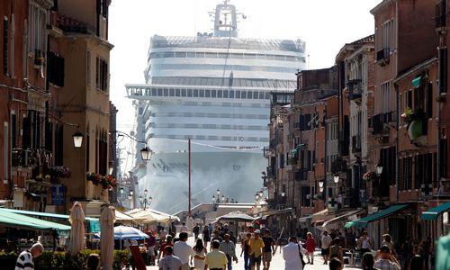 Venecija svarsto bausti prisėdusius ne vietoje