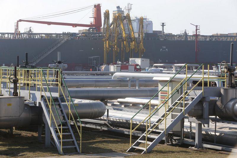 """AB """"Klaipedos nafta"""" terminalas. Vladimiro Ivanovo (VŽ) nuotr."""