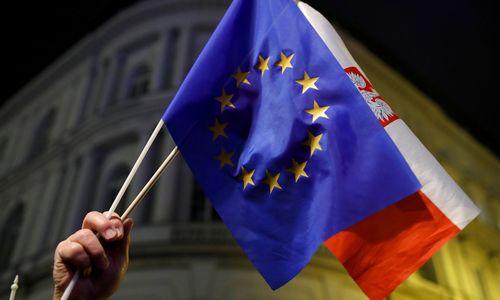 EK dėl Lenkijos kreipiasi į ES Teisingumo Teismą