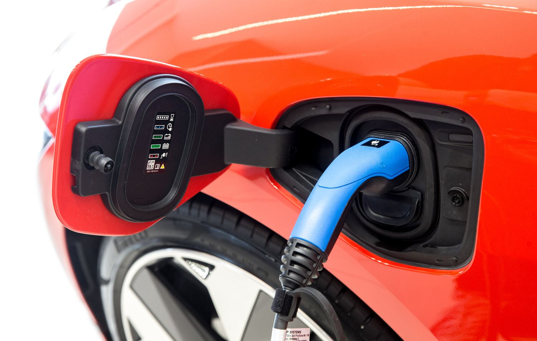 Elektromobiliams siūloma pelno mokesčio lengvata