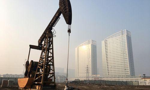Naftos kaina šturmavo 80 USD ir kyla toliau