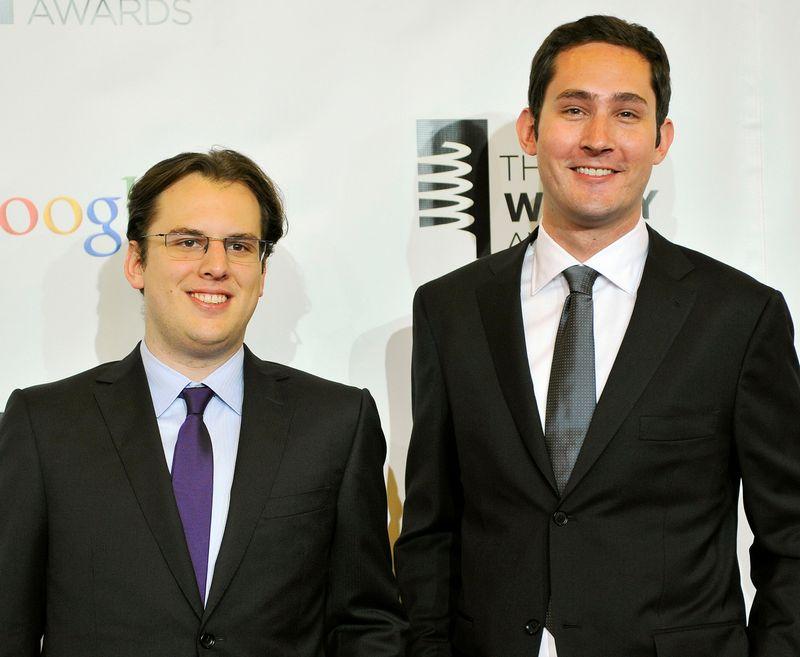 """Kodėl iš """"Instagram"""" pasitraukia šį socialinį tinklą sukūrę Kevinas Systromas (dešinėje) ir Mike'as Kriegeris, nepranešama. Stepheno Chernino (""""Reuters"""" / """"Scanpix"""") nuotr."""