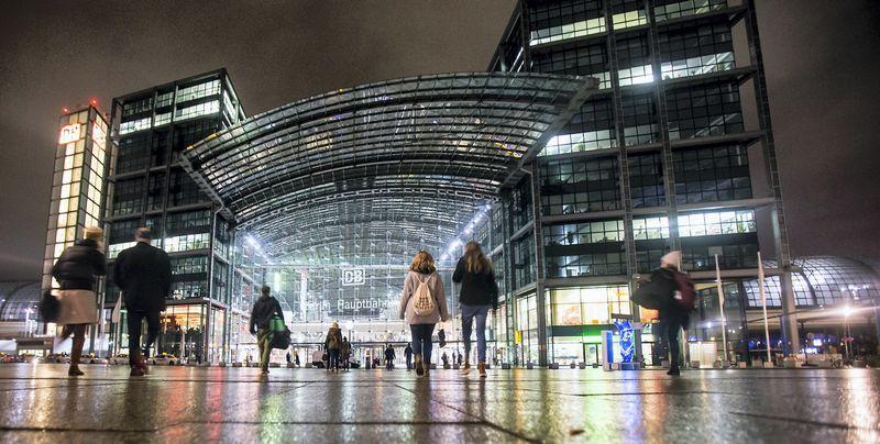 Berlyno cetrinė geležinkelio stotis. Fabrizio Benscho (Reuters / Scanpix) nuotr.