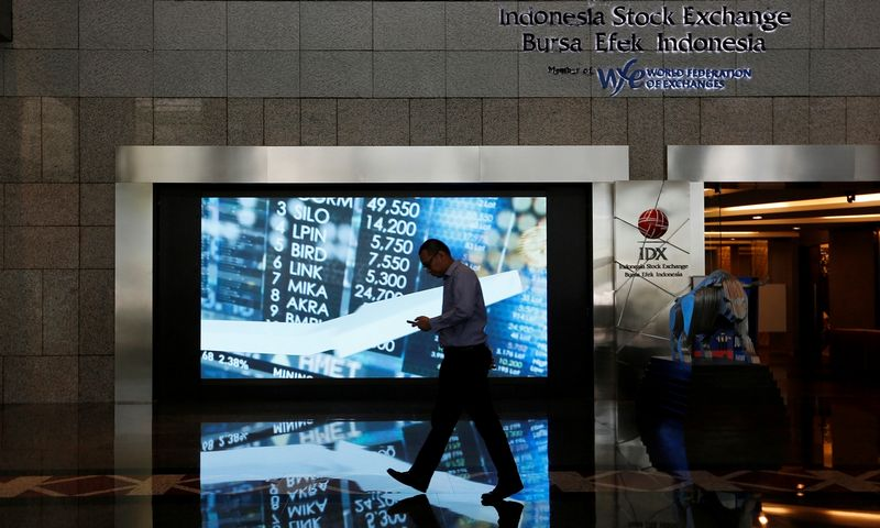 A man walks past screen at the Indonesia Stock Exchange building in Jakarta, Indonesia, September 6, 2018. REUTERS/Willy Kurniawan