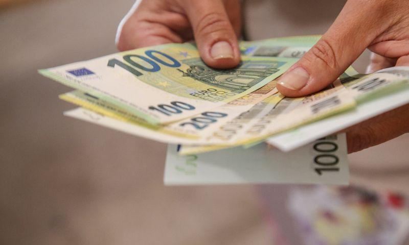 Pristatyti naujieji 100 ir 200 Eur banknotai, kurie apyvartoje pasirodys kitų metų gegužę. Vladimiro Ivanovo (VŽ) nuotr.