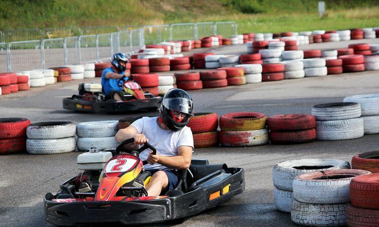 Mūsų vasaros šventė: greitis ir azartas tikroje lenktynių trasoje