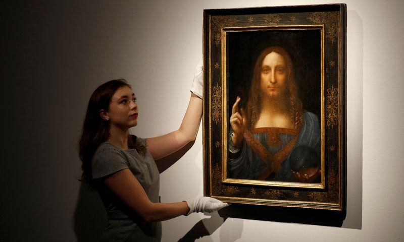 """""""Salvator Mundi"""" laikomas vienu iš mažiau kaip dvidešimties žinomų italų dailininko Leonardo da Vinci paveikslų. Peterio Nichollso (""""Reuters"""" / """"Scanpix"""") nuotr."""