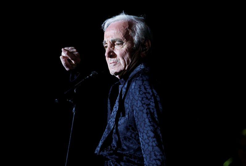 """Charlesas Aznavouras pelnytai vadintas prancūziškos romantikos meistru. Hamado Mohammedo (""""Reuters"""" / """"Scanpix"""") nuotr."""