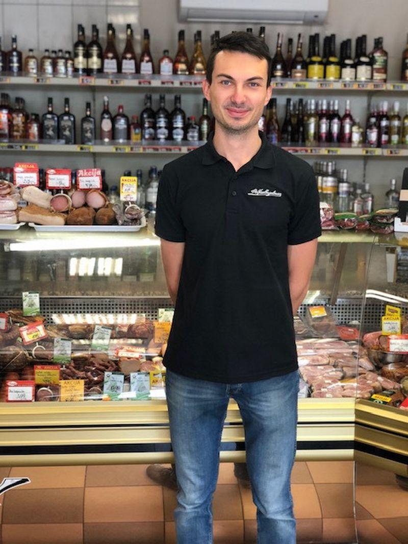 """Rokas Navikas, IĮ """"Eivydė"""", valdančios 3 maisto prekių parduotuves """"Airo"""": """"Nors konkurencija žiauri, tačiau mums pavyko išsaugoti visas savo parduotuves."""" Įmonės nuotr."""