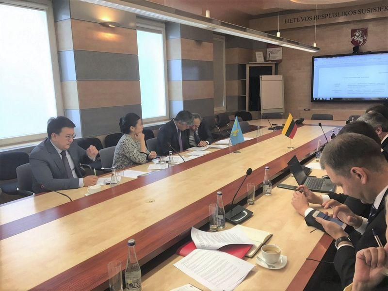 Derybos su Kazachstano delegacija. Linavos nuotr.