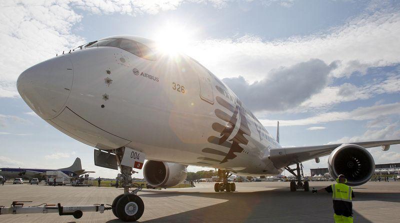 """Singapūro oro linijos įsigijo septynis """"Airbus SE A350-900"""" lėktuvus, pritaikytus itin ilgiems skrydžiams. Tobias Schwarz (""""Reuters"""" / """"Scanpix"""") nuotr."""