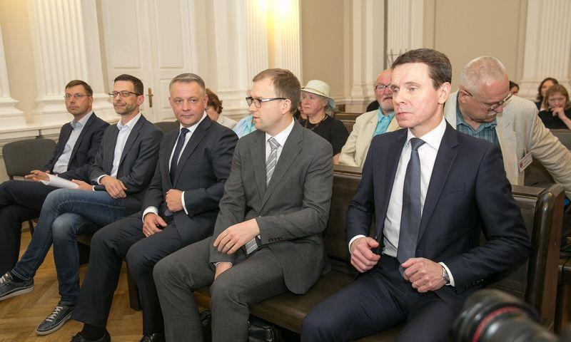"""""""MG Baltic"""" byla: prieš teismą stojo Masiulis, Steponavičius, Gapšys, Kurlianskis ir Gustainis. Vladimiro Ivanovo (VŽ) nuotr."""