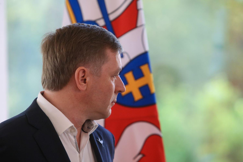 Karbauskis siūlo atleisti emigrantus nuo 100 mln. Eur skolos Lietuvai