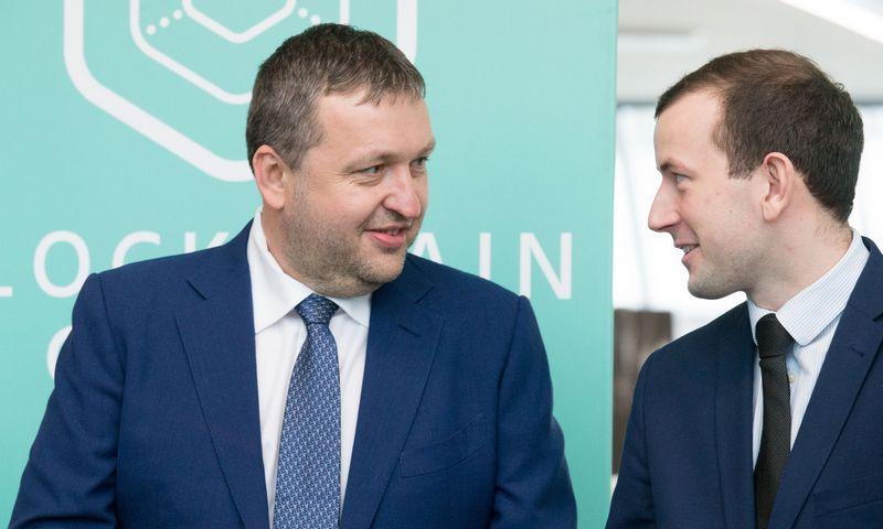 Antanas Guoga (kairėje) ir ūkio ministras Virginijus Sinkevičius. Juditos Grigelytės (VŽ) nuotr.