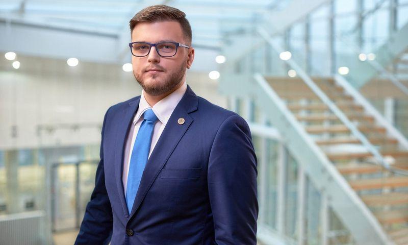 """""""Kapitalo šaltiniai skiriasi įvairiais aspektais – nuo kainos iki grąžinimo sąlygų, todėl labai svarbu išsirinkti tinkamiausią bei užsitikrinti palankiausias sąlygas"""", – sako Tomas Matulionis, audito, mokesčių ir verslo konsultacijų UAB """"KPMG Baltics"""" vyresnysis finansų konsultantas. Bendrovės nuotr."""