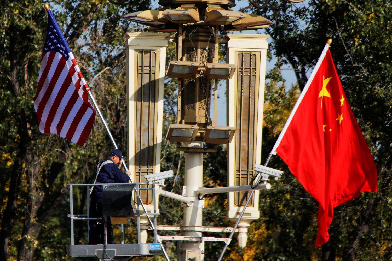 Prekybinė įtampa su JAV Kinijos optimizmo nežlugdo