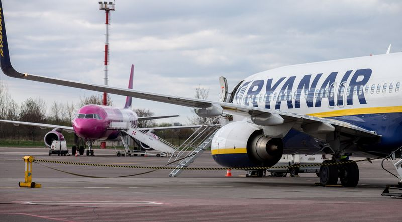"""""""Wizz Air"""" ir """"Ryanair"""" nuo lapkričio įveda naujus ribojimus bagažui. Juditos Grigelytės (VŽ) nuotr."""