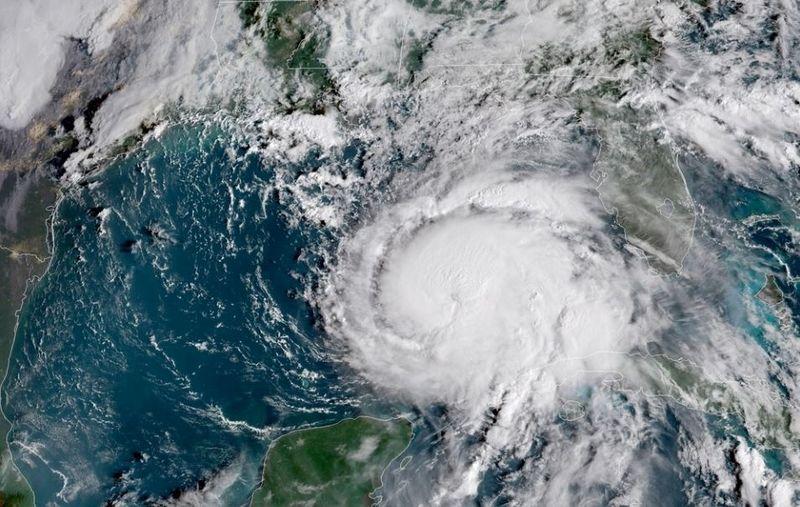 """Taip prie Floridos artėjantis uraganas atrodė spalio 9 d. JAV Nacionalinės vandenynų ir atmosferos administracijos satelito (""""Reuters"""" / """"Scanpix"""") nuotr."""