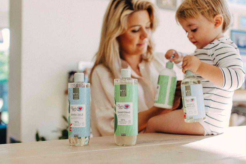 Beata Nicholson ir naujieji kosmetikos gaminiai. Bendrovės nuotr.