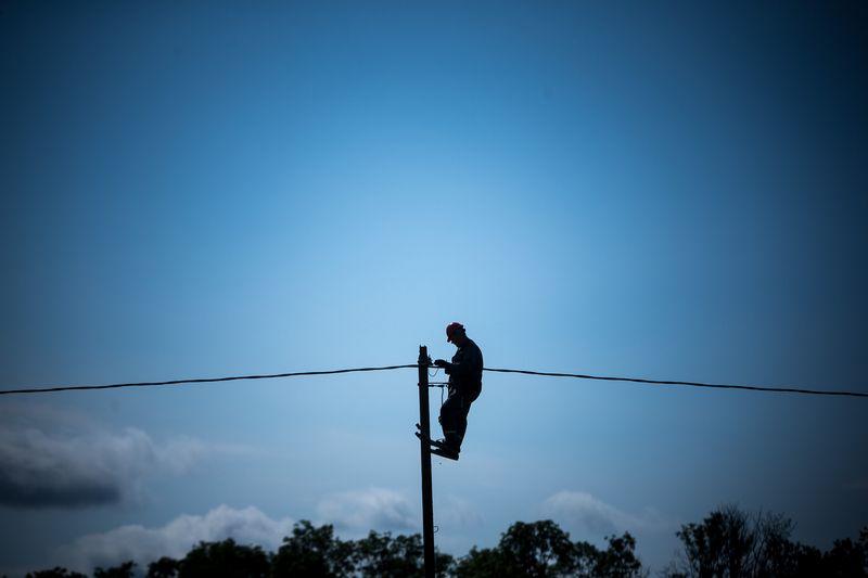 """Pastaraisiais metais """"force majeure"""" ir """"išorinis poveikis"""" buvo dažniausiai nurodomos elektros tiekimo nutrūkimo priežastys.Vladimiro Ivanovo (VŽ) nuotr."""