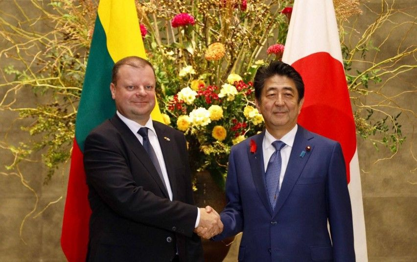 Skvernelis susitiko su Japonijos premjeru Abe