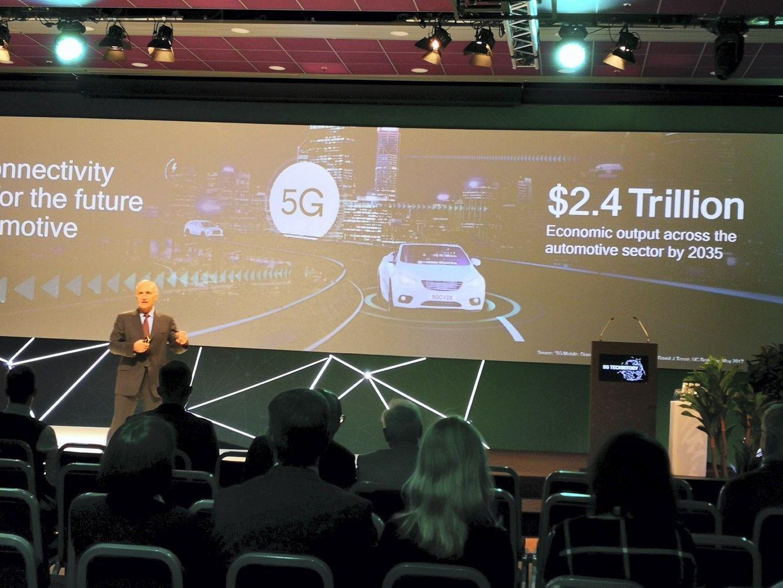 Ateities transporto vizija: lustai mašinose, ženkluose ir pastatuose