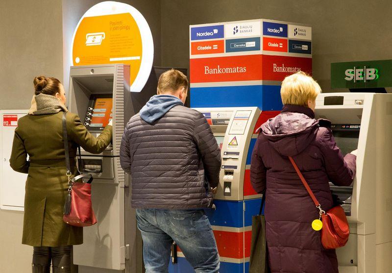 Vien per 2018 m. pirmąjį pusmetį iš bankomatų Lietuvoje buvo išgryninta 4,44 mlrd. Eur. Juditos Grigelytės (VŽ) nuotr.