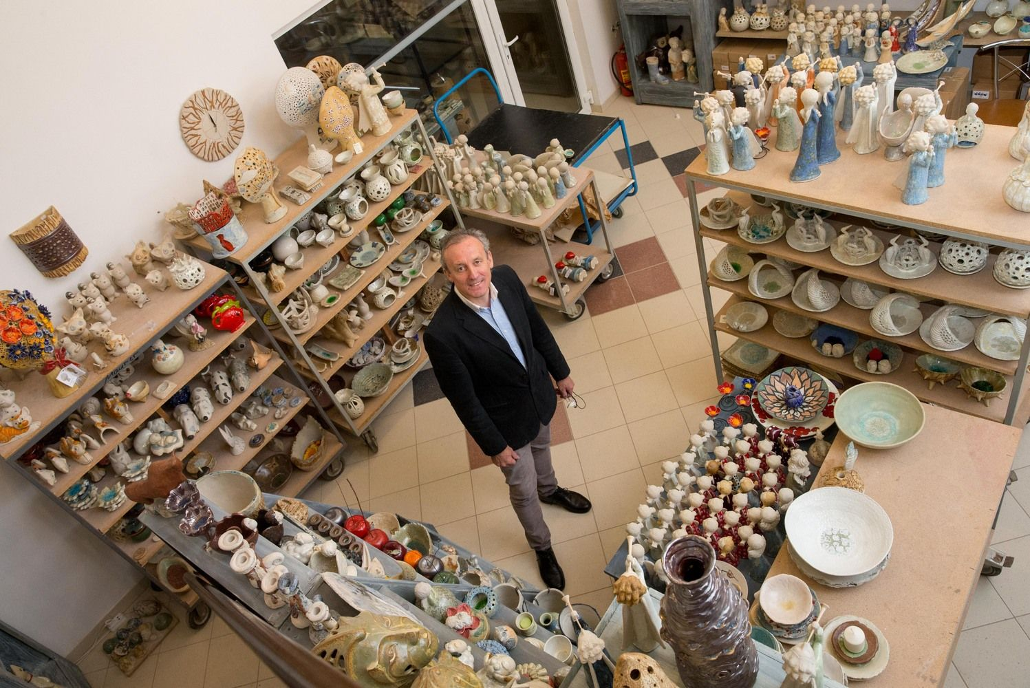 Keramikų patirtis: Europa vertina etaloną, Japonija–atsitiktinį defektą