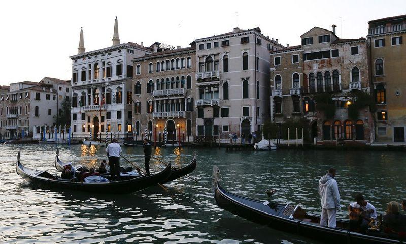 """Europoje brangiausiai kainuoja nakvynė Venecijoje prie Didžiojo kanalo įsikūrusiame 7 žvaigždučių viešbutyje """"Aman Venice"""". Stefano Rennaldini (""""Reuters""""/""""Scanpix"""") nuotr."""
