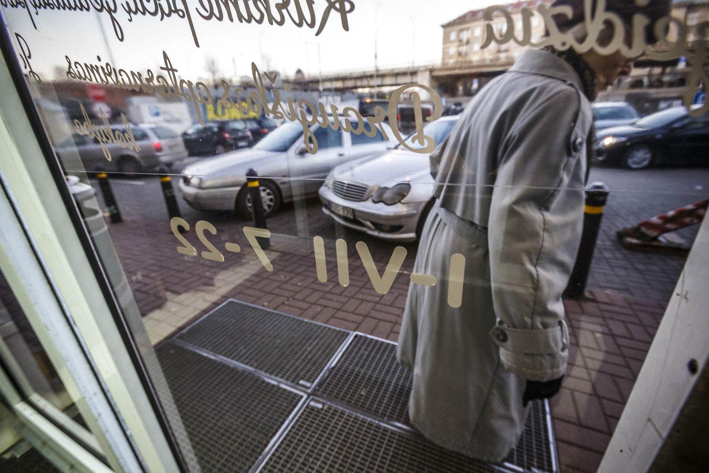 Apklausa: draudimą parduotuvėms dirbti sekmadieniais palaiko tik ketvirtadalis žmonių
