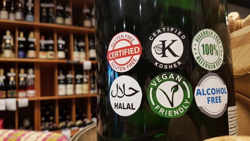 Klausimas, ar keliais ženkliukais pažymėtas gėrimas tikrai išskirtinis.  Petro Jarašūno nuotr.