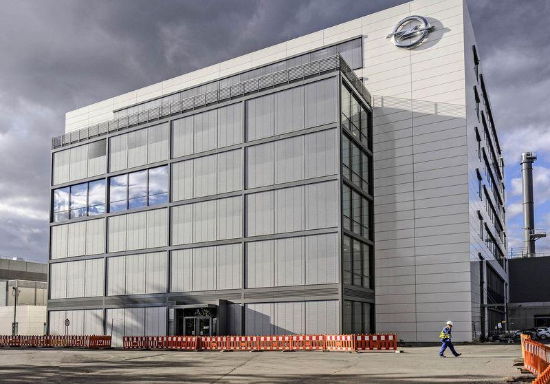 """""""Opel"""" pavaros sistemų centras Riuselsheime. """"Newspress"""" nuotr."""