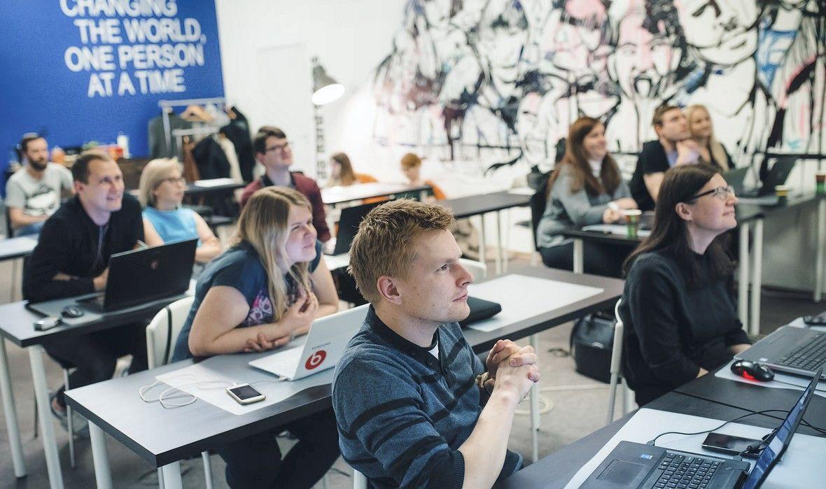 Suaugusiųjų karjeros pokyčiams startą duoda programavimo mokykla