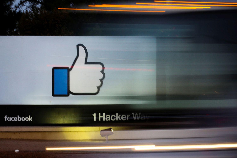 """Dalis """"Facebook"""" akcininkų sieks Zuckerbergo atstatydinimo"""