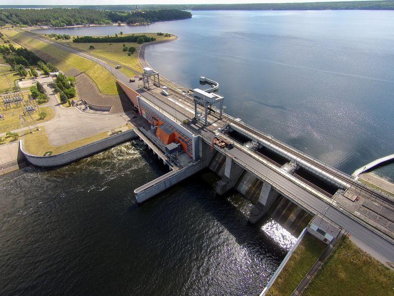 """1960 m. Kaune pastačius hidroelektrinę beveik 25 m aukščio jos užtvanka atkirto apie 60% praeivių žuvų, tokių kaip lašišos, šlakiai ar žiobriai, nerštaviečių. Eriko Ovčarenko (15min.lt / """"Scanpix"""") nuotr."""