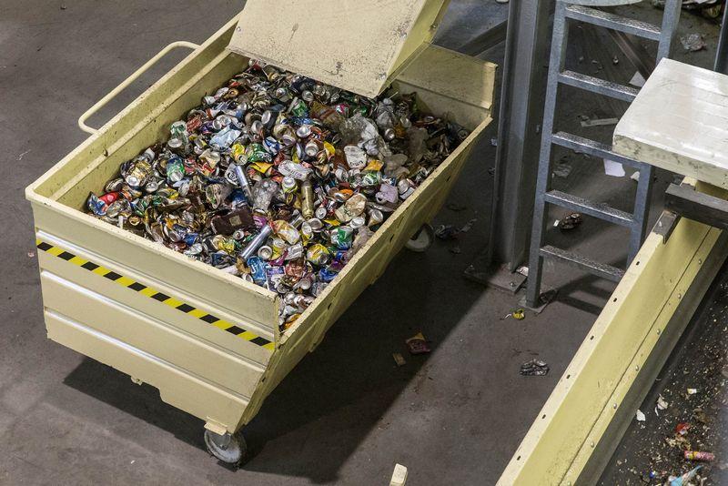 """Aplinkosaugininkai jau šeštas mėnuo delsia duoti atsakymą, ar įmonės išvengs 30 mln. Eur taršos mokesčio, priskaičiuoto dėl atliekų tvarkytojos """"Metral"""" galimai padarytų pažeidimų. Juditos Grigelytės (VŽ) nuotr."""