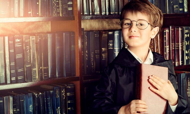 """Vaikai sąmoningai ir pasąmoningai pamėgdžioja skaityti mėgstančius tėvus. """"Matton"""" nuotr."""