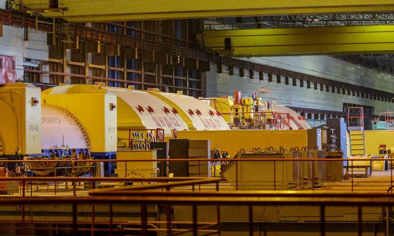 Geltonos turbinosTurbiną atjungti nuo generatoriaus nėra sunku. Branduoliniame reaktoriuje išskiriamą šilumą, kita vertus, suvaldyti sunkiau. Vladimiro Ivanovo (VŽ) nuotr.