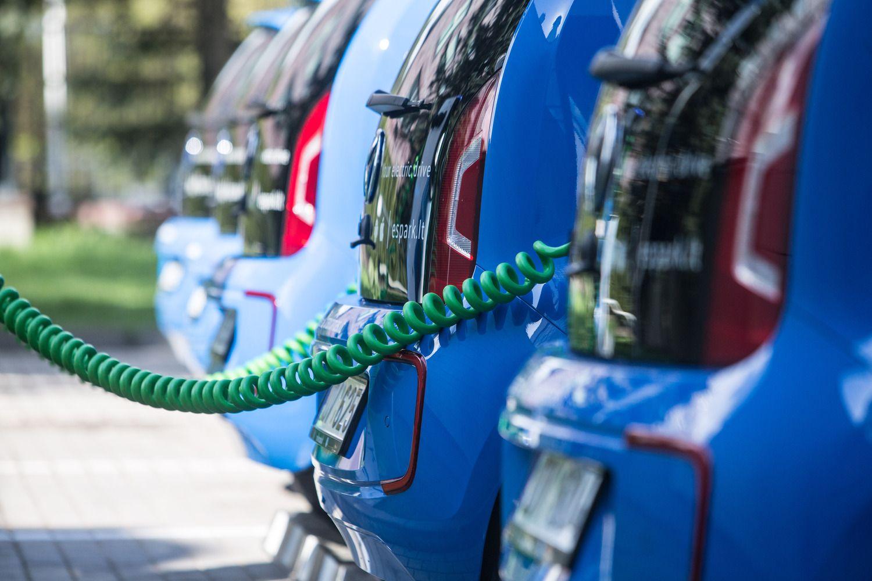 Be naftos: kurios šalys ketina atsisakyti vidaus degimo variklių