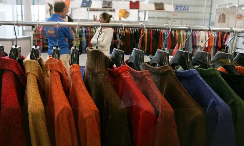 Lietuvos aprangos įmonės sparčiai diegia išmanią gamybą – per pastaruosius aštuonerius metus darbuotojų skaičius pramonėje išliko panašus, o gamybos apimtis paaugo daugiau nei penktadaliu.@TX Tekstas with indent:Juditos Grigelytės (VŽ) nuotr.