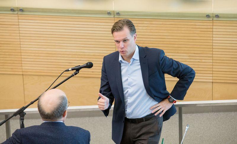 Konservatorių lyderis Gabrielius Landsbergis bandė įtikinti Seimą, kad valdančiųjų valstiečių-žaliųjų lyderiai šantažuoja ir politiškai spaudžia VTEK narius. Juditos Grigelytės (VŽ) nuotr.