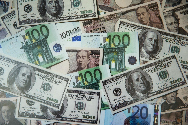 D. Trumpo efektas: pasaulinės pusmečio investicijos krito 41%