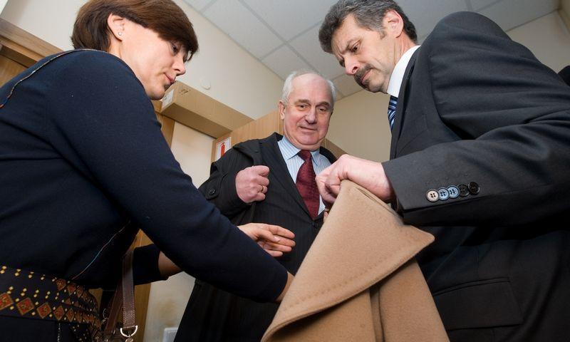 2008 m. Reinoldijus Šarkinas (centre), tuometinis Lietuvos banko valdybos pirmininkas, Audrius Misevičius, LB valdybos narys ir Ramunė Vilija Zabulienė, LB valdybos pirmininko pavaduotoja. Juditos Grigelytės (VŽ) nuotr.