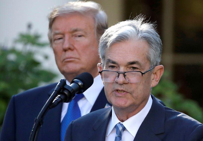 """Iš kairės: JAV prezidentas Donaldas Trumpas ir FED vadovas Jeromas Powellas.  Carlos Barria (""""Reuters"""" / """"Scanpix"""") nuotr."""