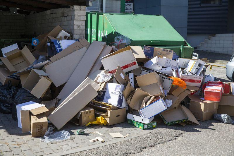 Ekspertų teigimu, šiuo metu įmonėse susidarančios pakuočių atliekos tvarkomos gerai, tačiau komunaliniame sraute, t. y. pas gyventojus, susidarančių pakuočių tvarkymo rezultatai apverktini – jų sutvarkoma tik iki 30%.Vladimiro Ivanovo (VŽ) nuotr.
