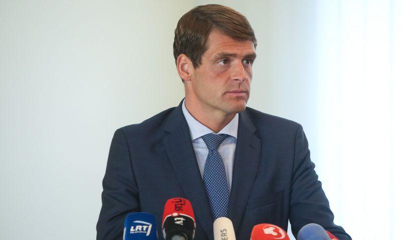 Rugsėjį Tvarkos ir teisingumo partijos pirmininkas Remigijus Žemaitaitis dalyvavo partijų lyderiams pasirašant susitarimą dėl gynybos plėtros gairių, bet tuomet kol kas susilaikė nuo pasirašymo. Vladimiro Ivanovo (VŽ) nuotr.